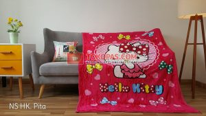 Selimut Bulu Lembut New Seasons Hello Kitty Pita