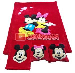 Karpet Rasfur Mickey Minnie Dasar Merah