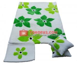 Karpet Selimut Flowers Dasar Putih Daun Hijau