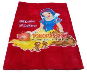 Karpet Rasfur Snow White Aplikasi Dasar Merah