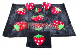 Karpet Rasfur Strawberry Dasar Hitam