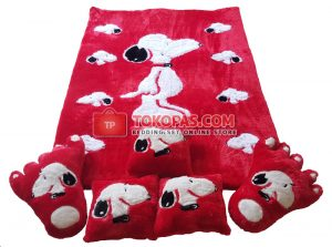 Karpet Rasfur Full Set Snoopy Dasar Merah